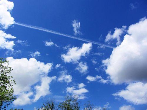 CloudsEM4ContSX230April_0646