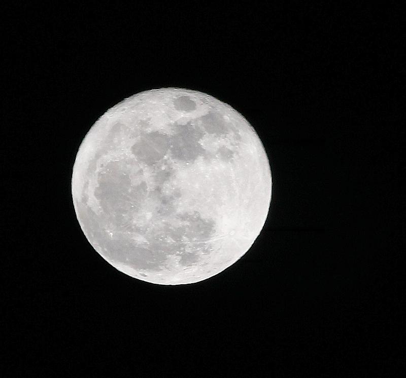 MoonEM2Dec17T2i_9980